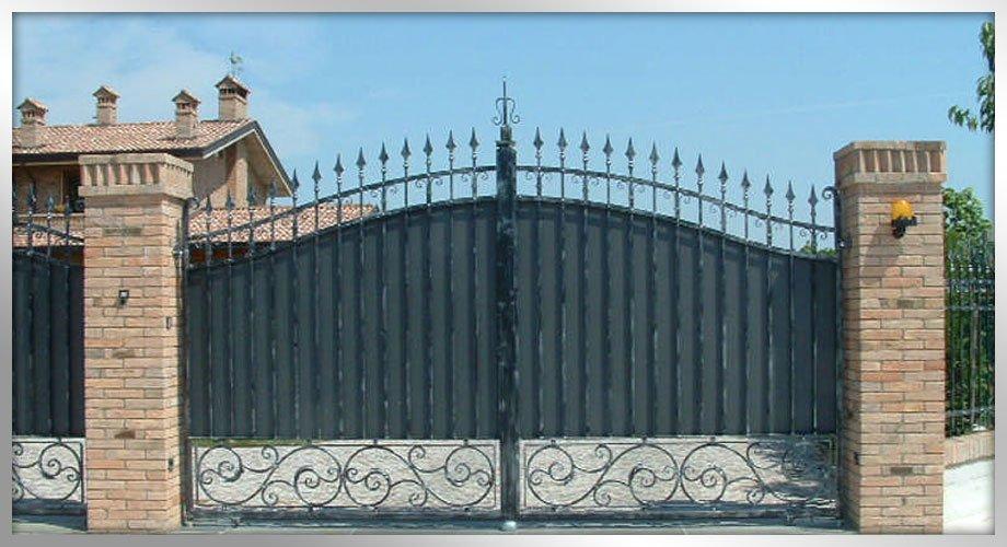 Cancelli e recinzioni in ferro a lavorazione artistica - Scale scorrevoli per biblioteche ...